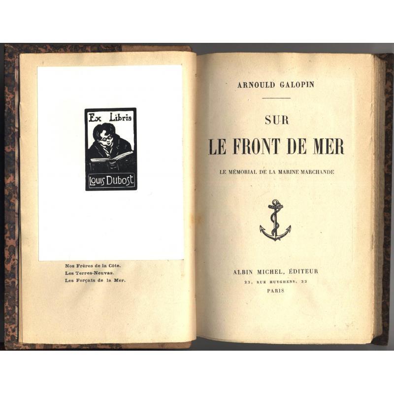 Sur le front de mer le mémorial de la marine marchande avec ex-libris